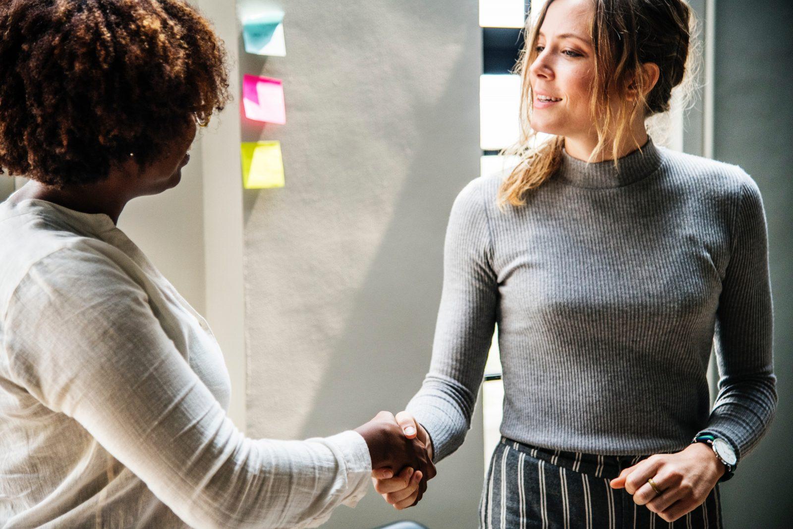 Een ontmoeting van 2 vrouwen voor een coachingsgesprek