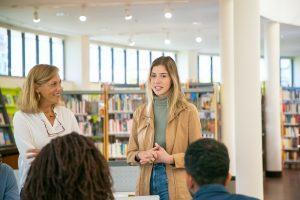 duurzaam-communiceren-voor-effectieve-communicatie-presentatie-studente