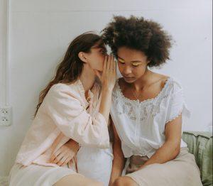 intervisie-methode-twee-vrouwen-roddelen