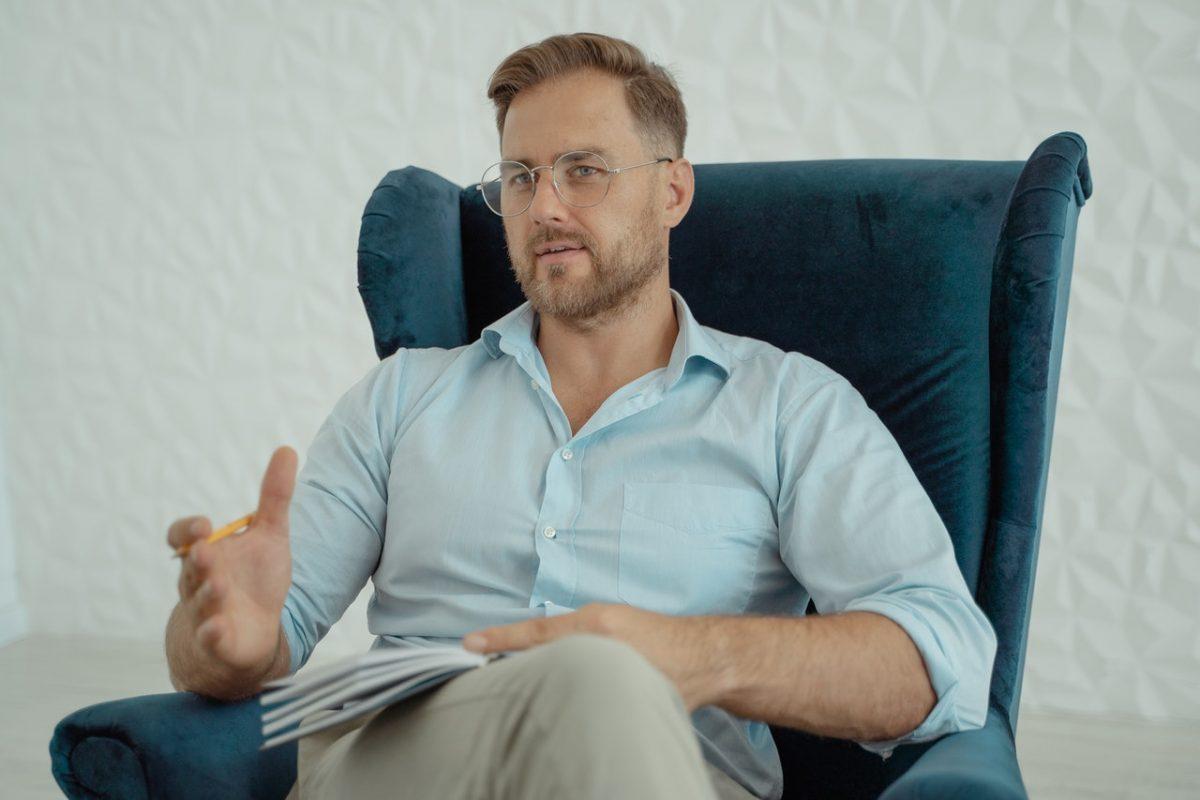intervisie methode man in stoel vertelt