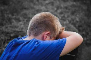 training omgaan met weerstand jongetje te neer geslagen