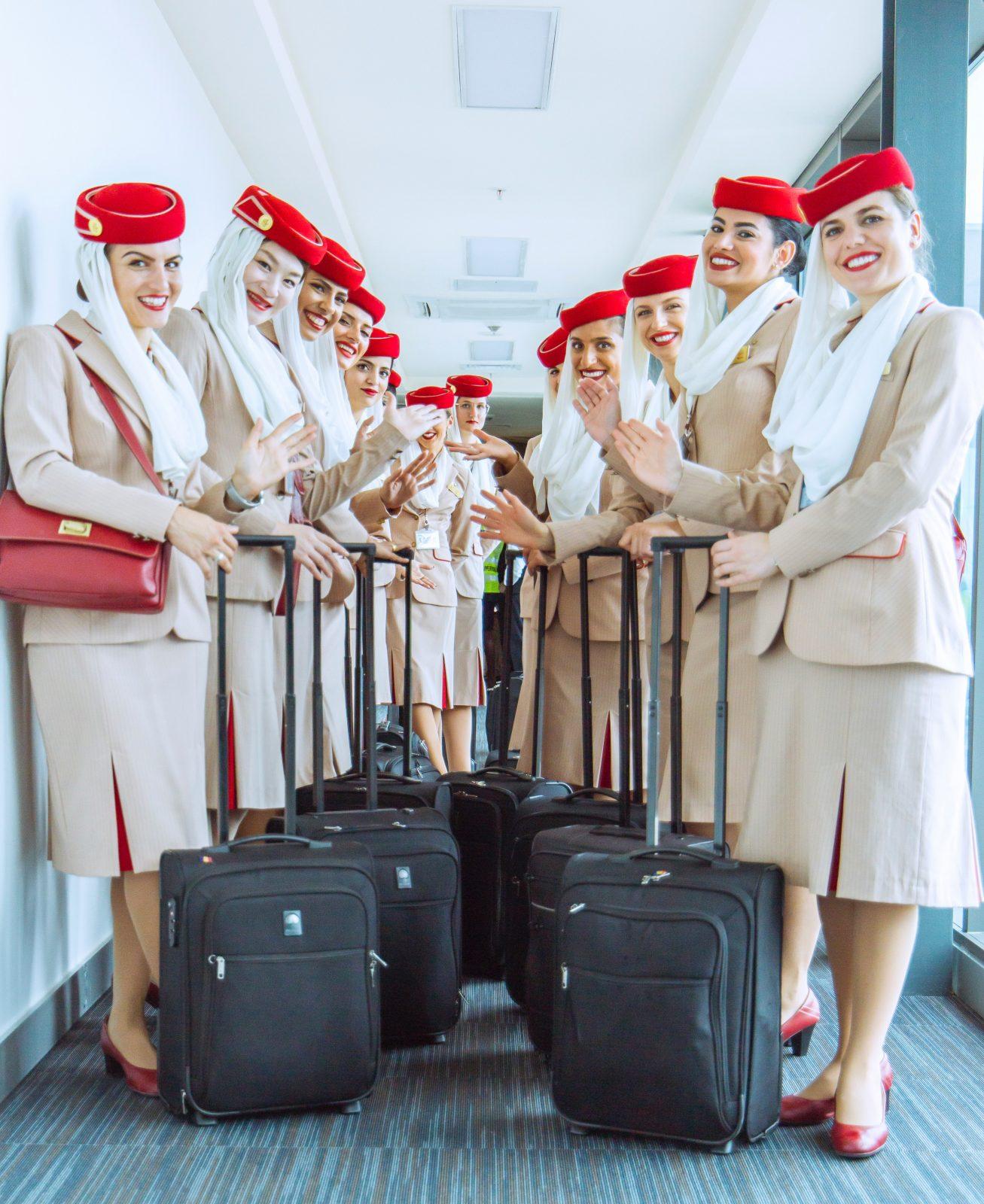 zelfsturende teams 2 rijen met stewardessen